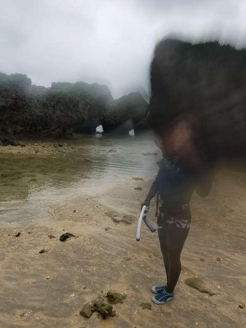 水中スマホケースではレンズが濡れて映らない。