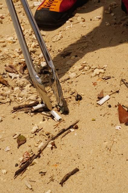 風の強い日のゴミ拾い1