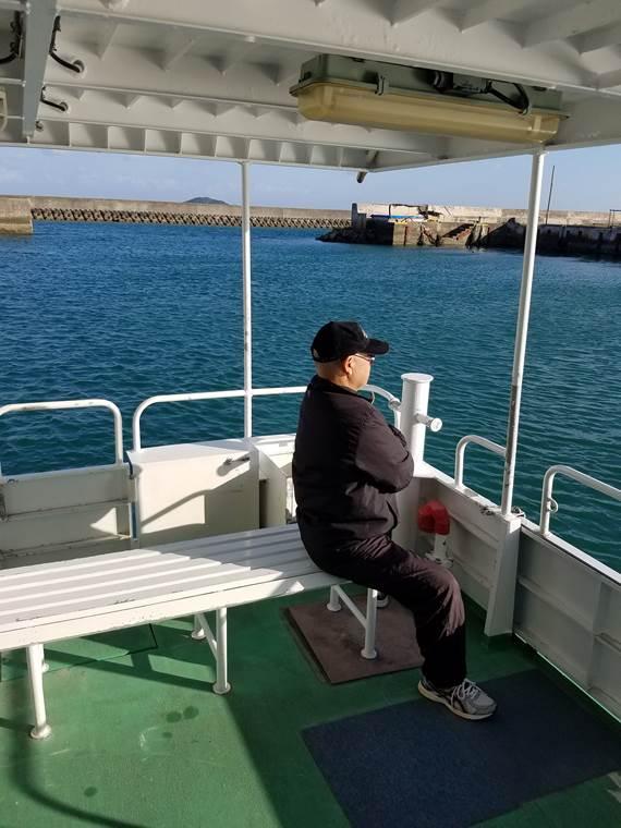 大神島フェリーに乗る