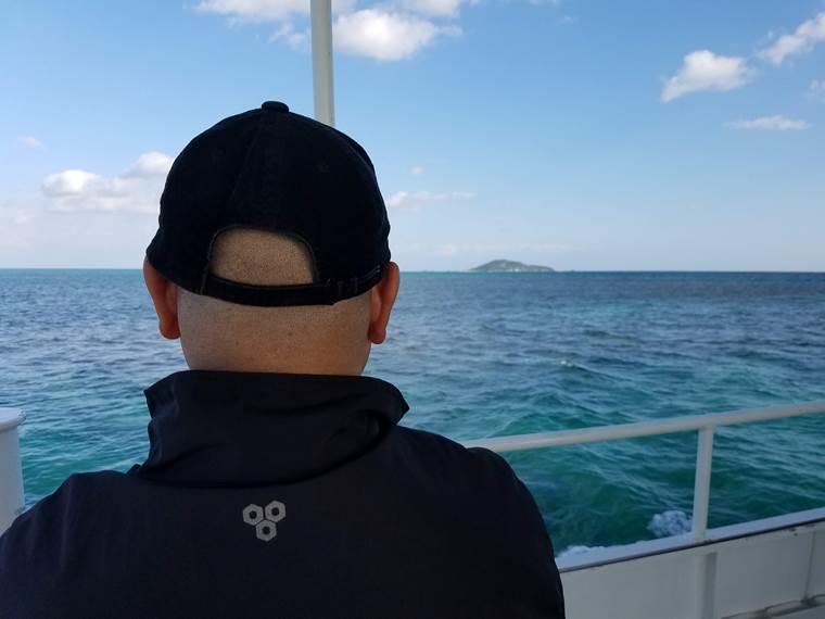 フェリーから見た大神島