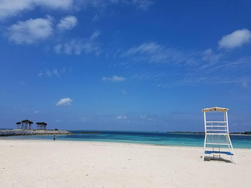 泳いでいる人が少ないシーズンオフの沖縄